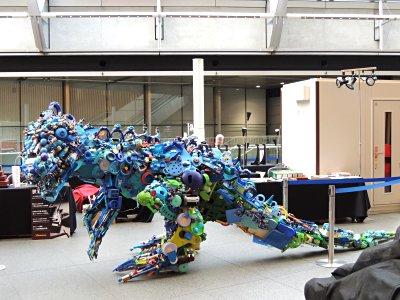 東京国際フォーラム、ガラス棟にて恐竜オブジェ